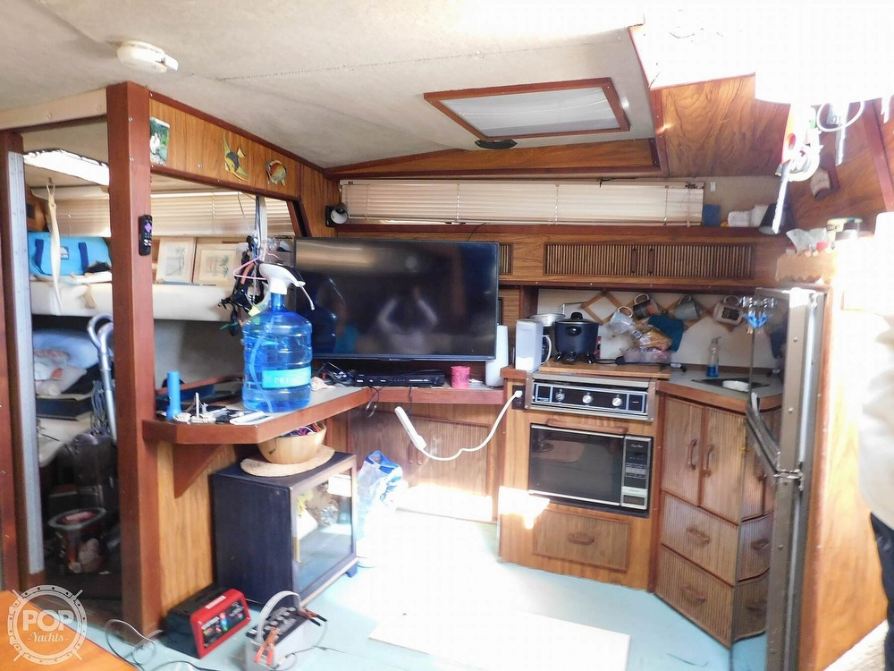 1985 Sea Ray boat for sale, model of the boat is 390 Express Cruiser & Image # 4 of 40