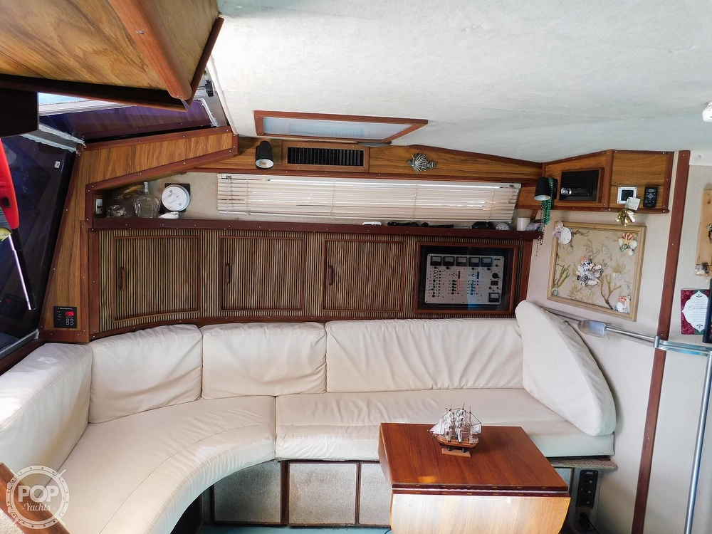 1985 Sea Ray boat for sale, model of the boat is 390 Express Cruiser & Image # 5 of 40