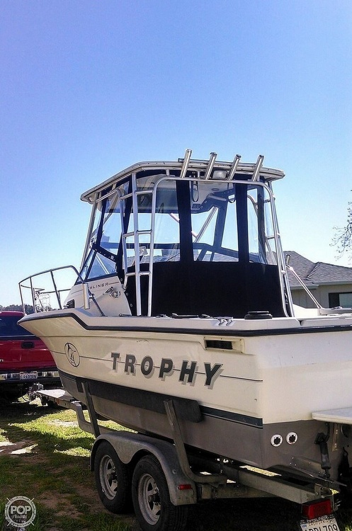 1995 Bayliner boat for sale, model of the boat is Trophy 2352 Walkaround & Image # 2 of 20