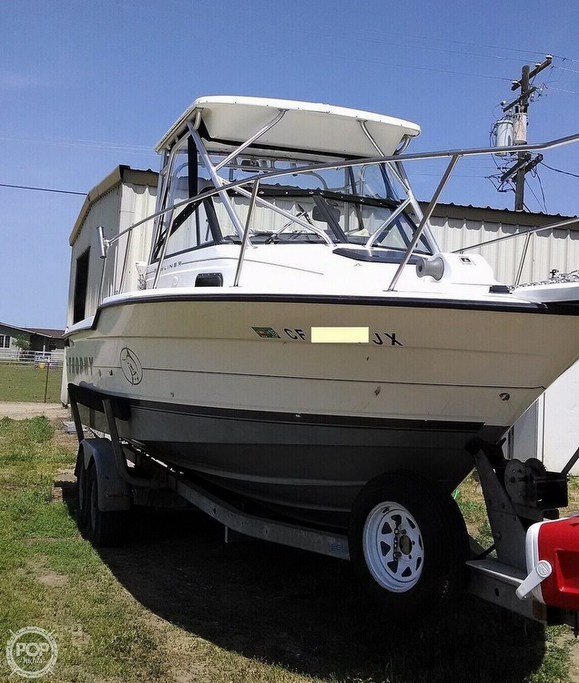 1995 Bayliner boat for sale, model of the boat is Trophy 2352 Walkaround & Image # 3 of 20