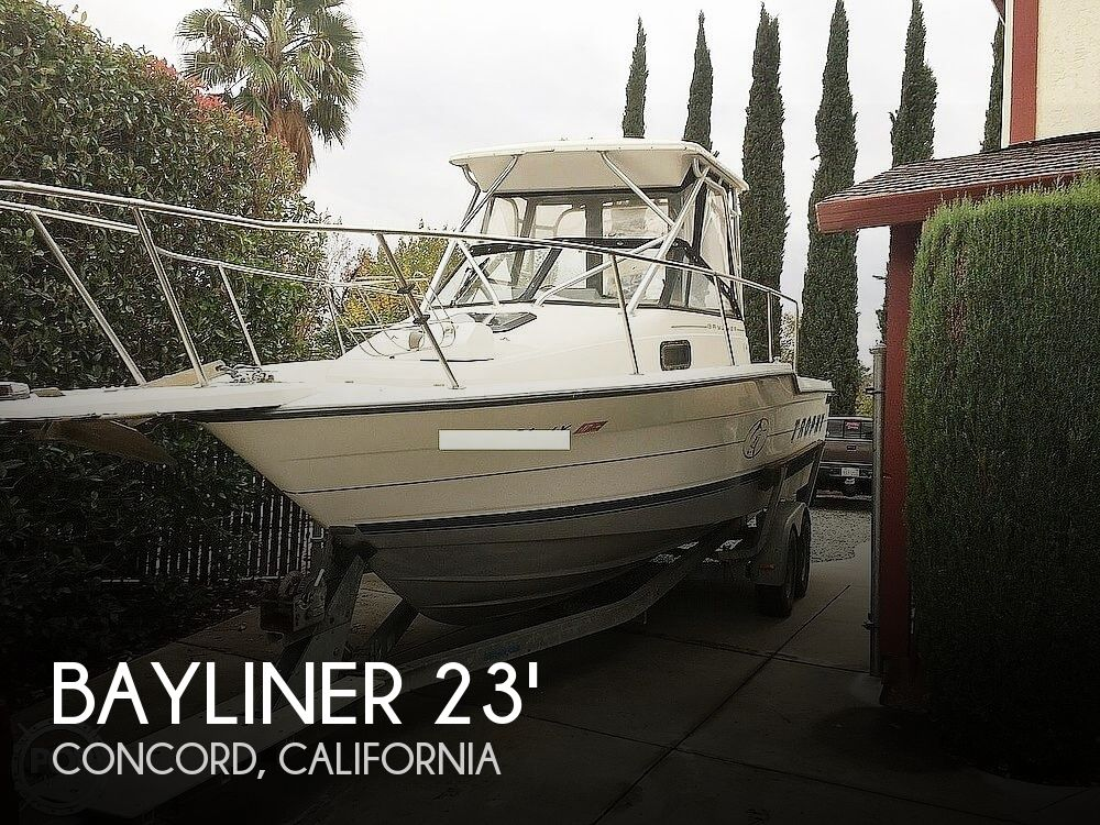 1995 Bayliner boat for sale, model of the boat is Trophy 2352 Walkaround & Image # 1 of 20