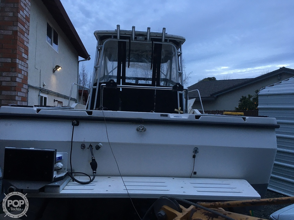 1995 Bayliner boat for sale, model of the boat is Trophy 2352 Walkaround & Image # 7 of 20