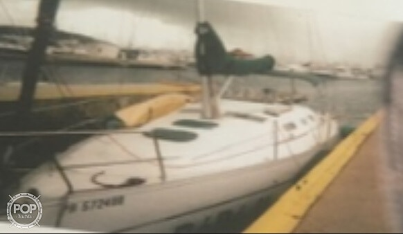 2005 Beneteau boat for sale, model of the boat is 323 & Image # 2 of 17