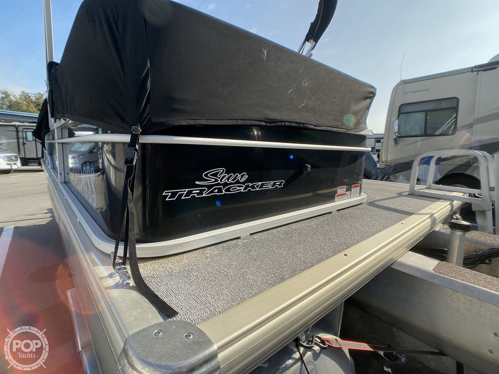 2016 Sun Tracker boat for sale, model of the boat is 22DLX & Image # 11 of 41