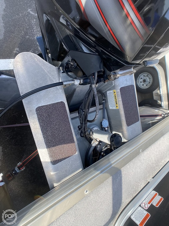 2016 Sun Tracker boat for sale, model of the boat is 22DLX & Image # 17 of 41