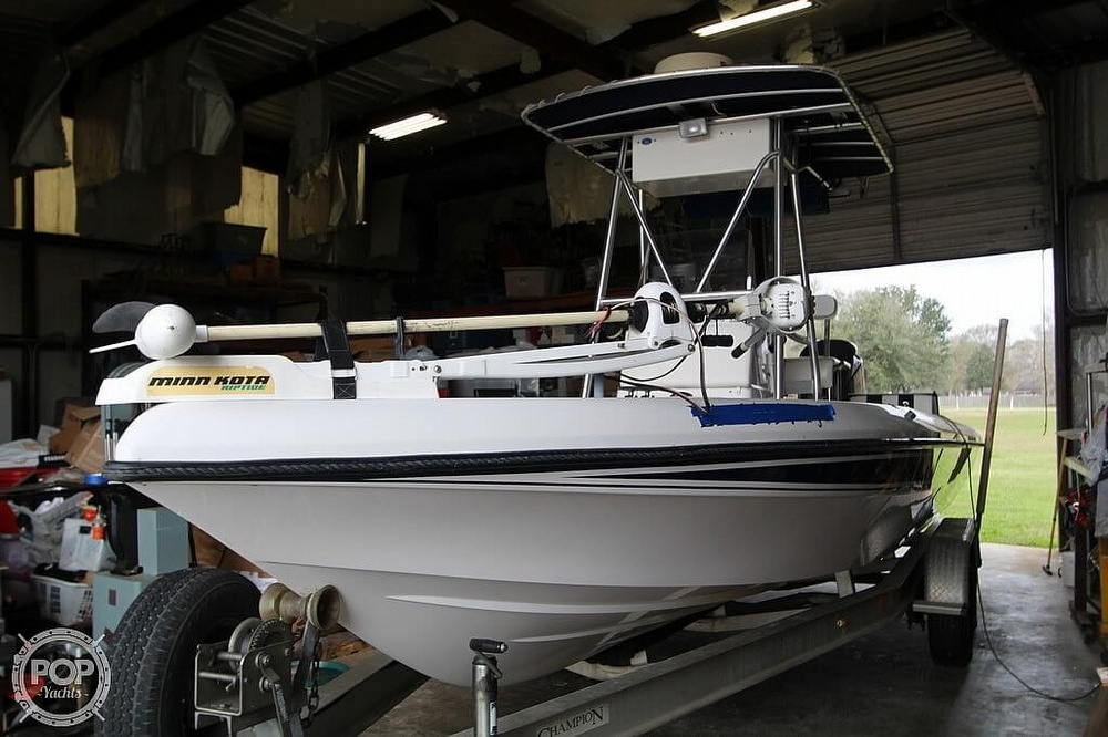 2004 Champion boat for sale, model of the boat is 24 Bay Champ & Image # 11 of 40