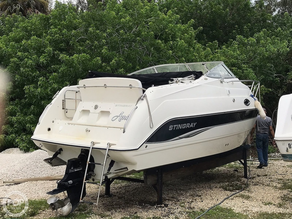 2006 Stingray boat for sale, model of the boat is 240 CS & Image # 17 of 40