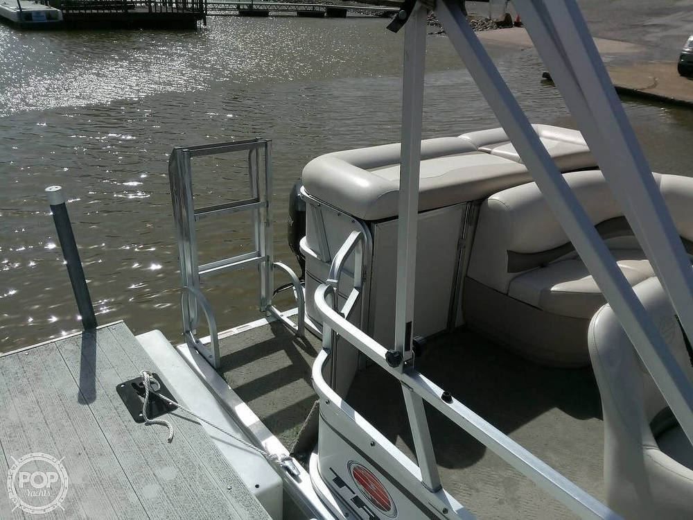 2006 Sun Tracker boat for sale, model of the boat is Party Barge 21 Signature Series & Image # 7 of 11