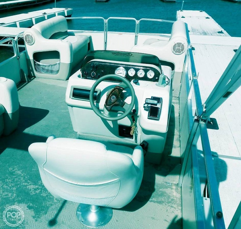2006 Sun Tracker boat for sale, model of the boat is Party Barge 21 Signature Series & Image # 8 of 11