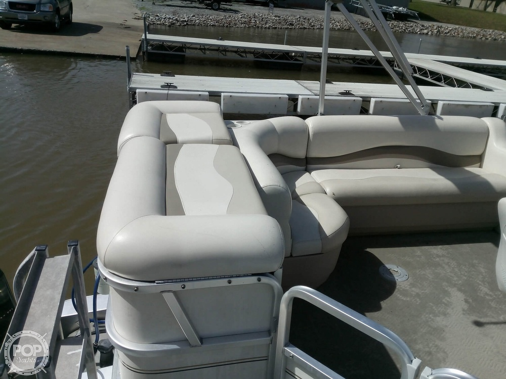 2006 Sun Tracker boat for sale, model of the boat is Party Barge 21 Signature Series & Image # 6 of 11
