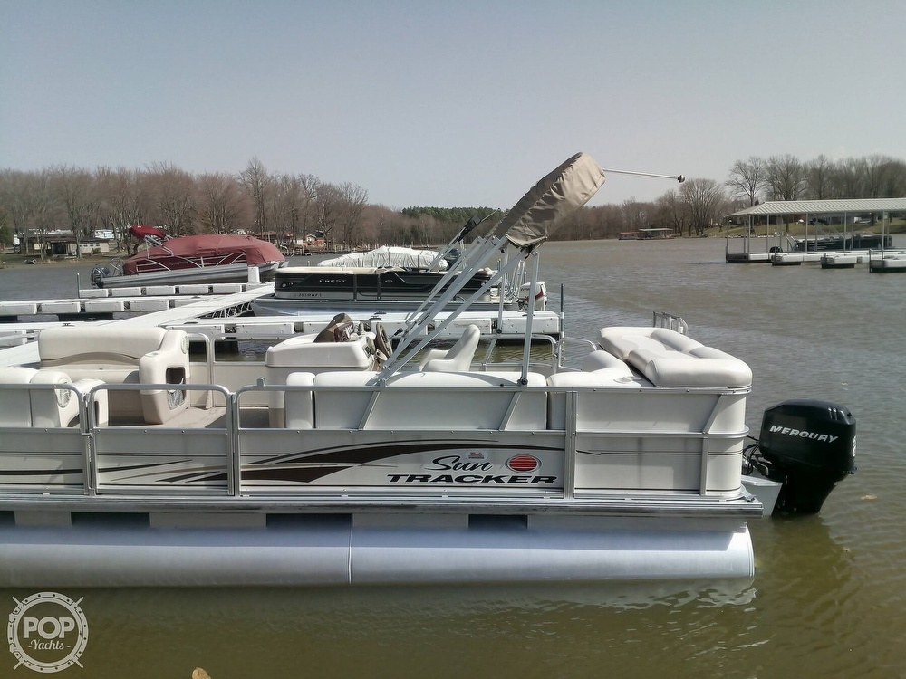 2006 Sun Tracker boat for sale, model of the boat is Party Barge 21 Signature Series & Image # 4 of 11