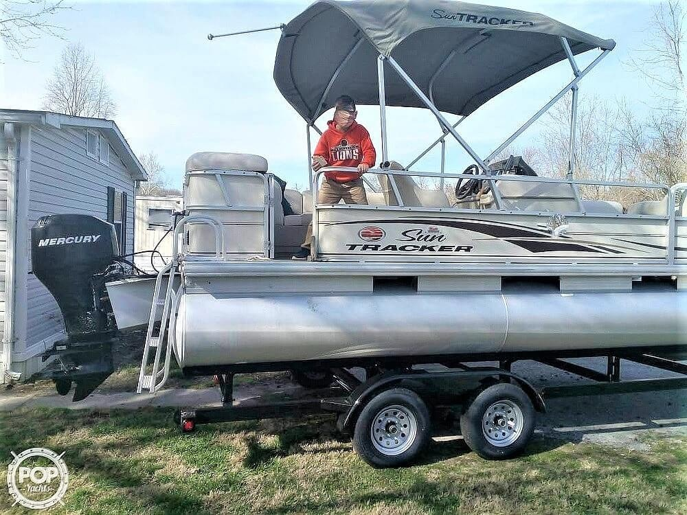 2006 Sun Tracker boat for sale, model of the boat is Party Barge 21 Signature Series & Image # 10 of 11