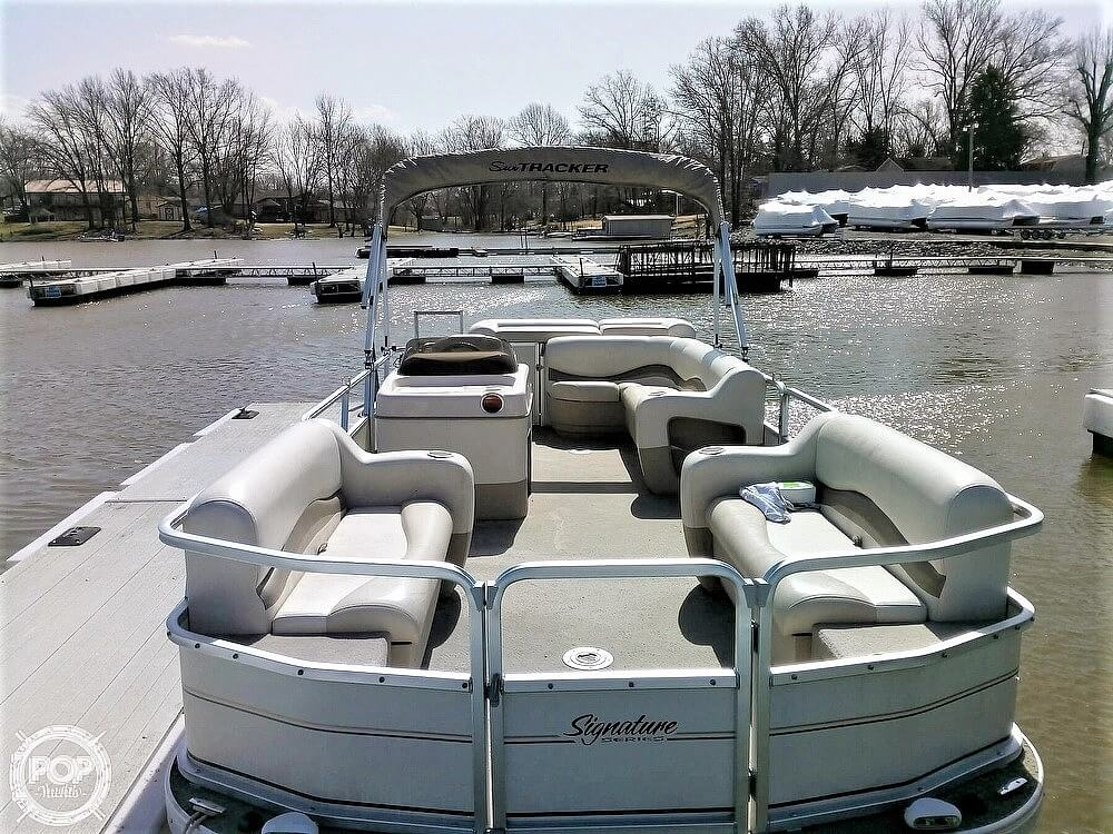 2006 Sun Tracker boat for sale, model of the boat is Party Barge 21 Signature Series & Image # 3 of 11