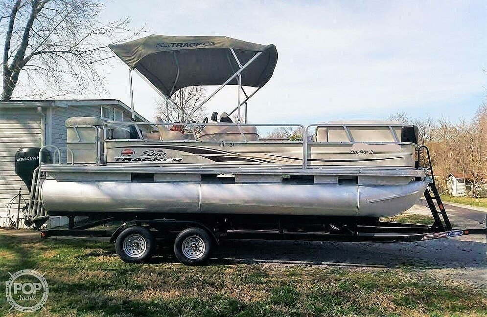2006 Sun Tracker boat for sale, model of the boat is Party Barge 21 Signature Series & Image # 2 of 11