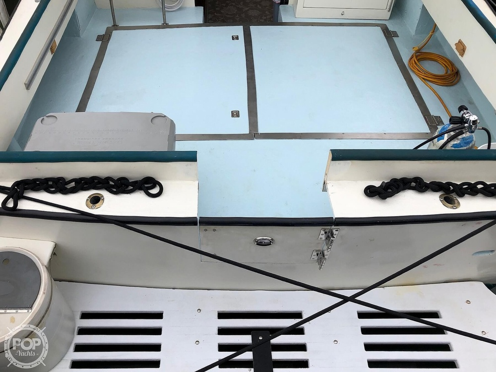 1972 Chris Craft boat for sale, model of the boat is 33 Coho & Image # 20 of 40