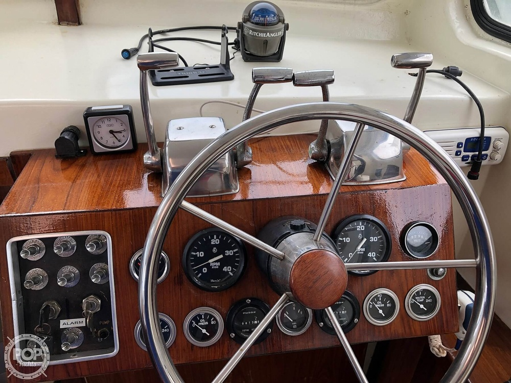 1972 Chris Craft boat for sale, model of the boat is 33 Coho & Image # 8 of 40