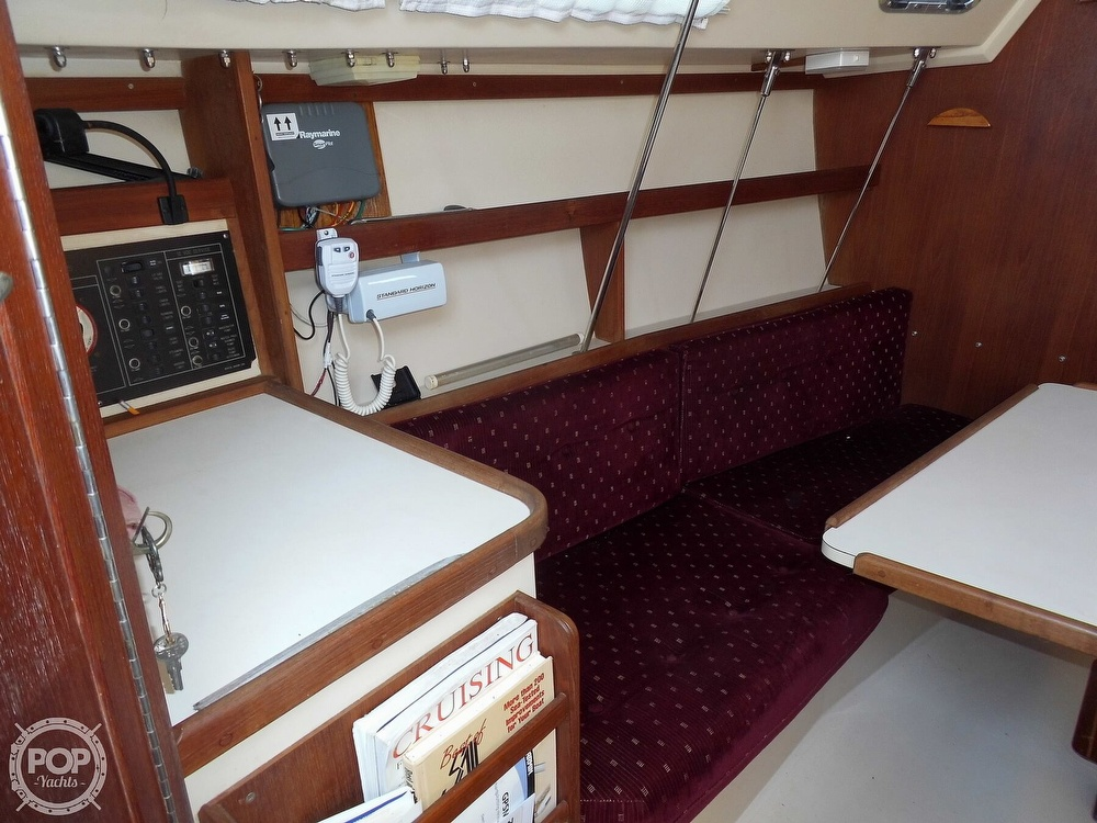 1990 Catalina Yachts boat for sale, model of the boat is 28 & Image # 37 of 40