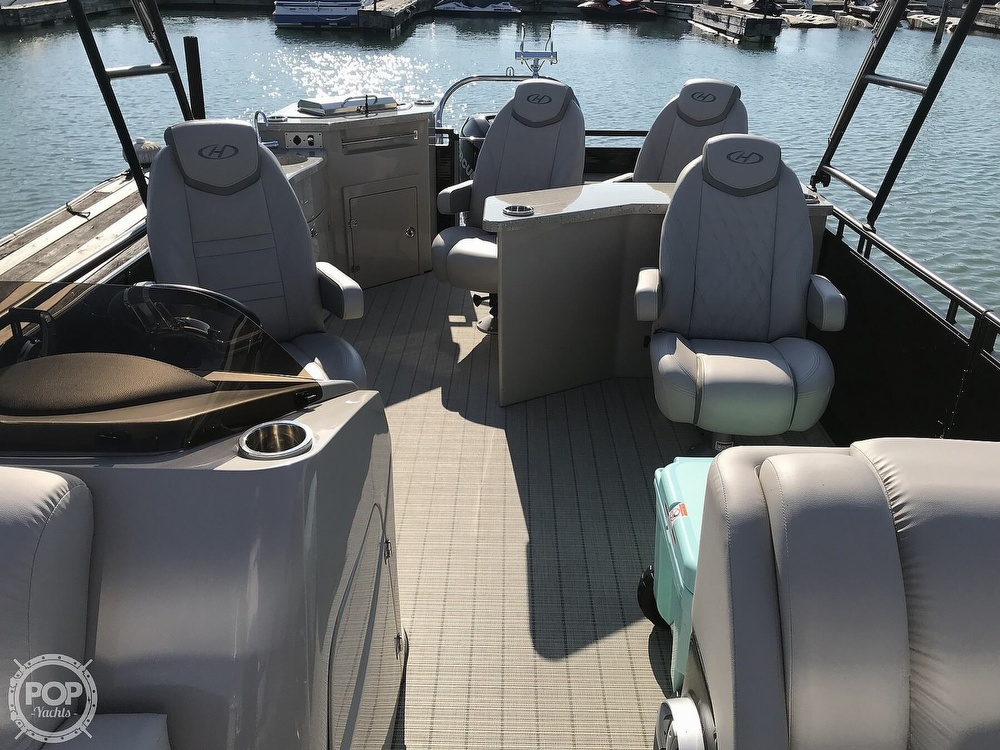 2017 Harris boat for sale, model of the boat is Solstice 240 & Image # 8 of 41
