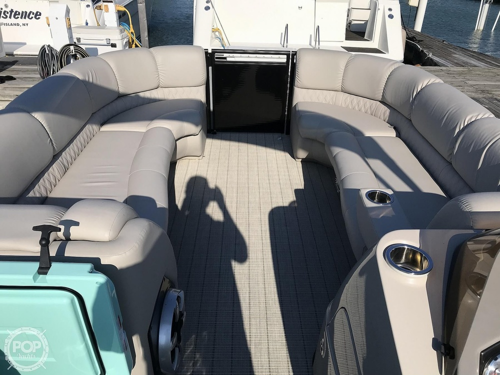 2017 Harris boat for sale, model of the boat is Solstice 240 & Image # 10 of 41