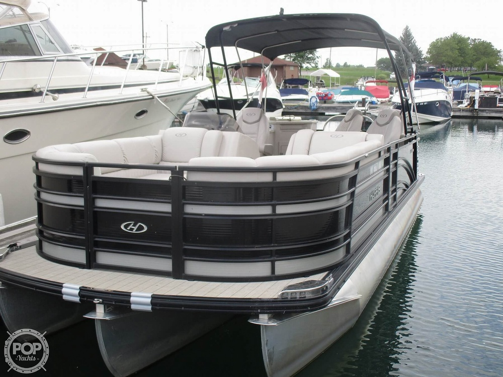 2017 Harris boat for sale, model of the boat is Solstice 240 & Image # 12 of 41