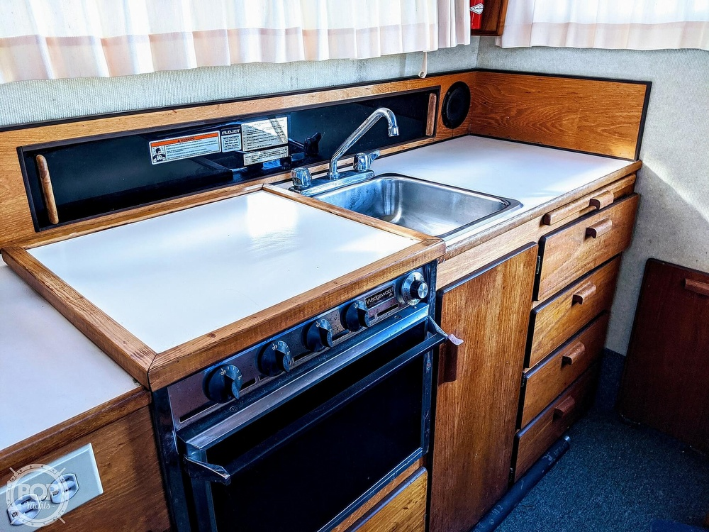 1988 Commander boat for sale, model of the boat is Sport Fisherman & Image # 6 of 30