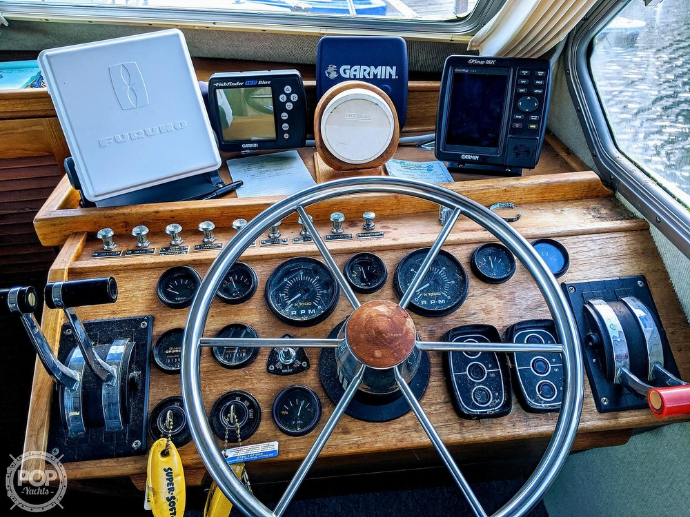 1988 Commander boat for sale, model of the boat is Sport Fisherman & Image # 11 of 30