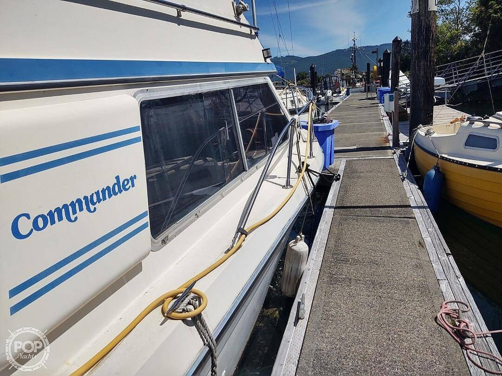 1988 Commander boat for sale, model of the boat is Sport Fisherman & Image # 12 of 30