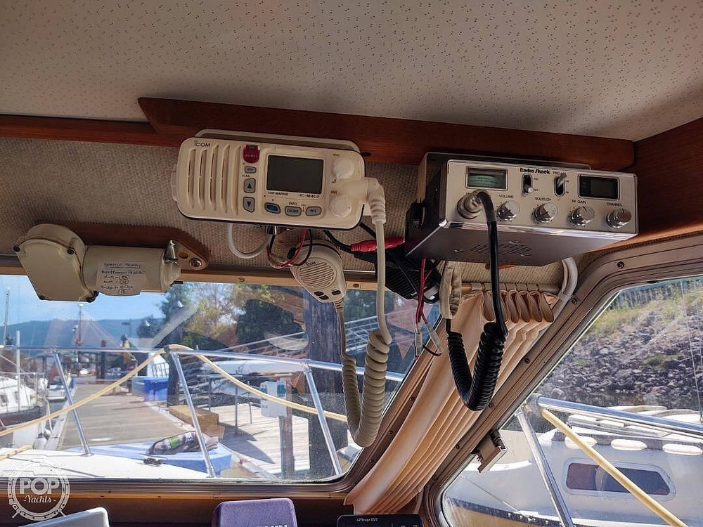 1988 Commander boat for sale, model of the boat is Sport Fisherman & Image # 21 of 30