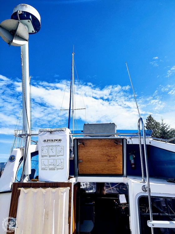 1988 Commander boat for sale, model of the boat is Sport Fisherman & Image # 29 of 30