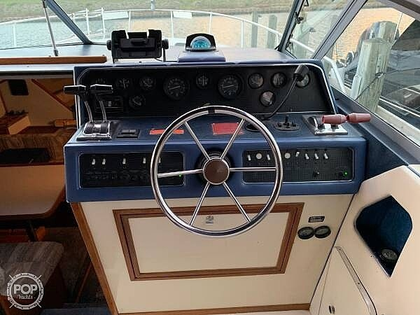 1988 Sea Ray boat for sale, model of the boat is 300 Weekender & Image # 5 of 21