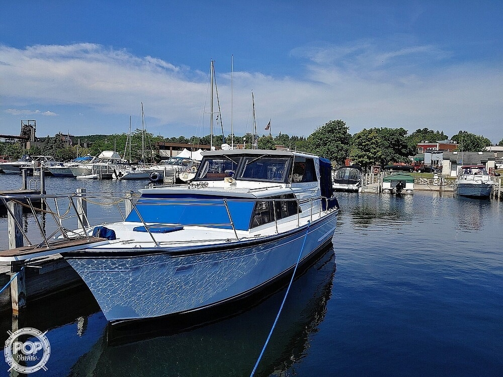 1988 Marinette boat for sale, model of the boat is 29 Sedan & Image # 2 of 6