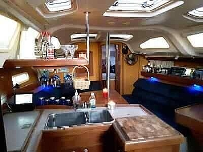 2001 Hunter boat for sale, model of the boat is 340 & Image # 7 of 17