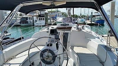 2001 Hunter boat for sale, model of the boat is 340 & Image # 12 of 17