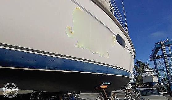2001 Hunter boat for sale, model of the boat is 340 & Image # 16 of 17