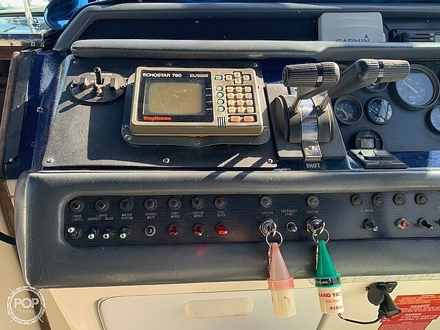1992 Sea Ray boat for sale, model of the boat is 330 Express Cruiser & Image # 28 of 41