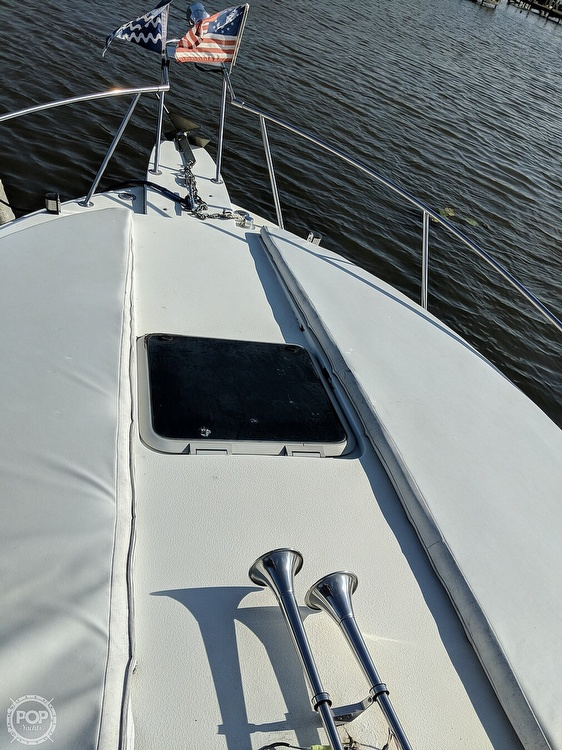 1990 Carver boat for sale, model of the boat is 528 Montego & Image # 4 of 21