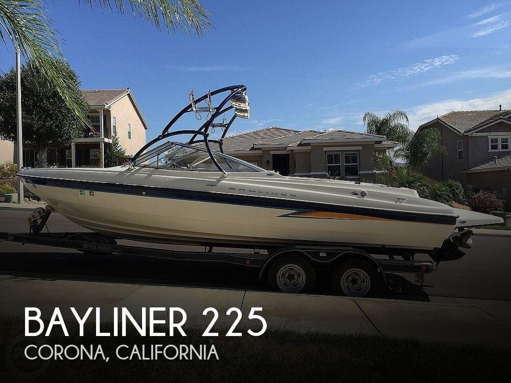 2004 Bayliner boat for sale, model of the boat is 225 & Image # 1 of 25