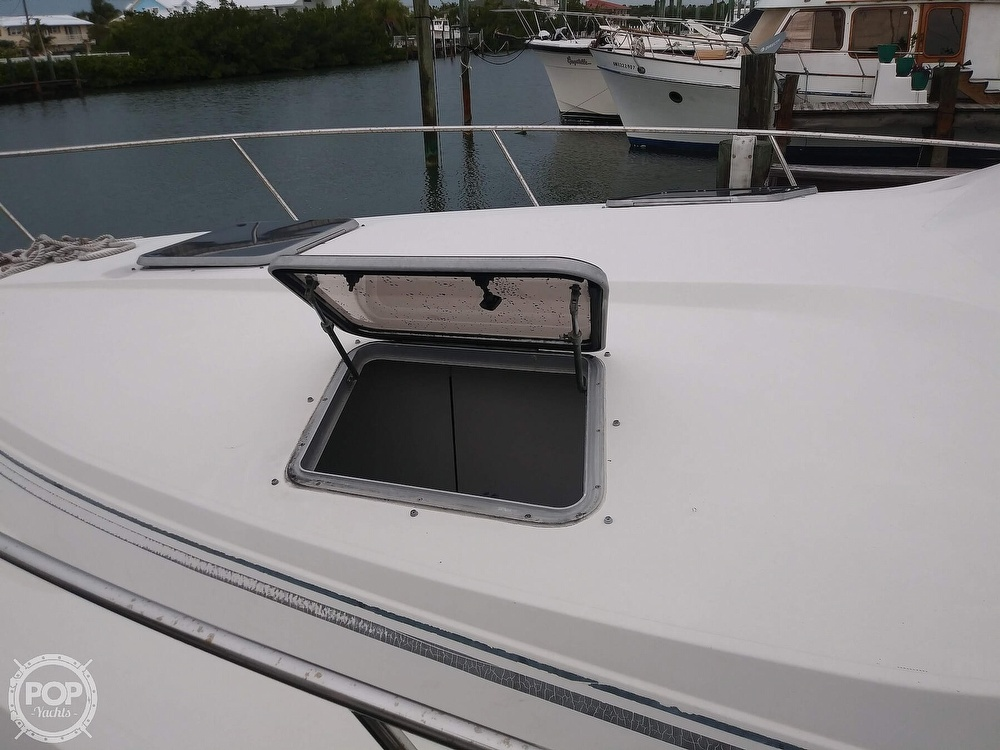 1989 Cruisers Yachts boat for sale, model of the boat is Espirit 3370 & Image # 8 of 40