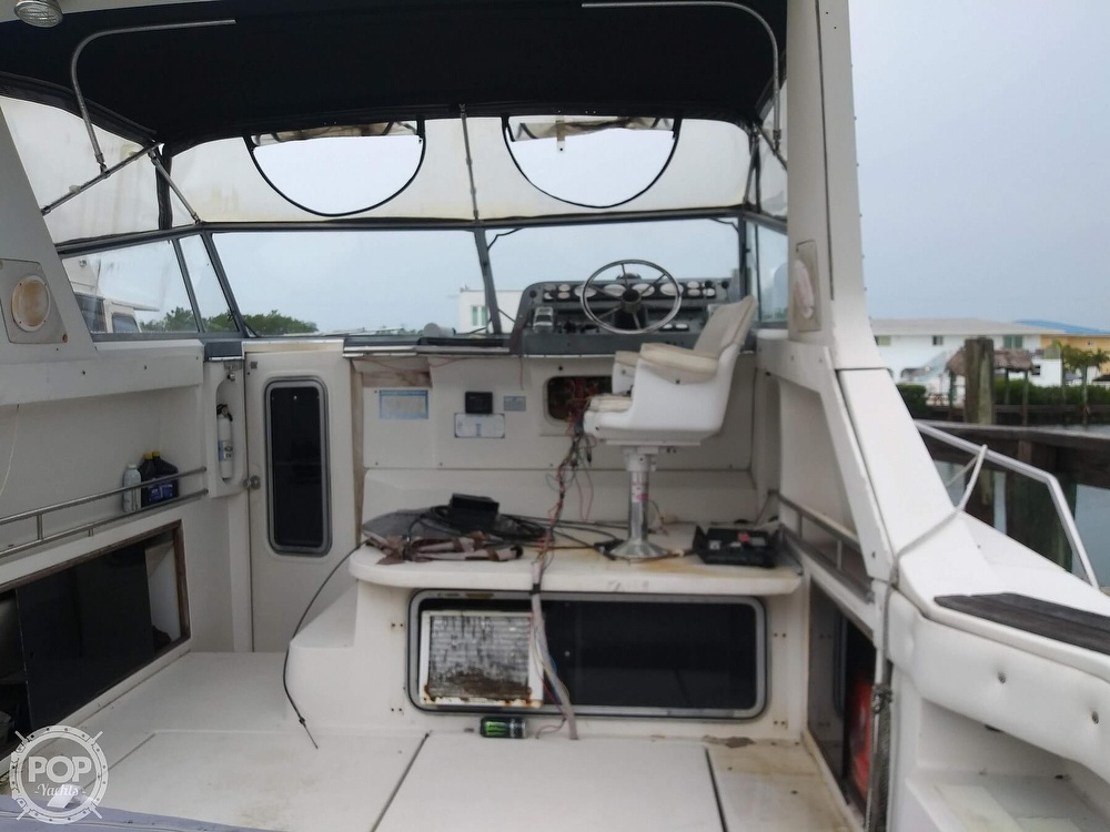 1989 Cruisers Yachts boat for sale, model of the boat is Espirit 3370 & Image # 15 of 40