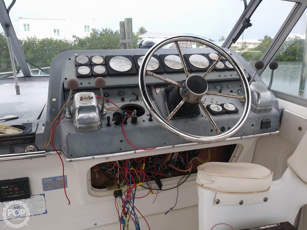 1989 Cruisers Yachts boat for sale, model of the boat is Espirit 3370 & Image # 25 of 40