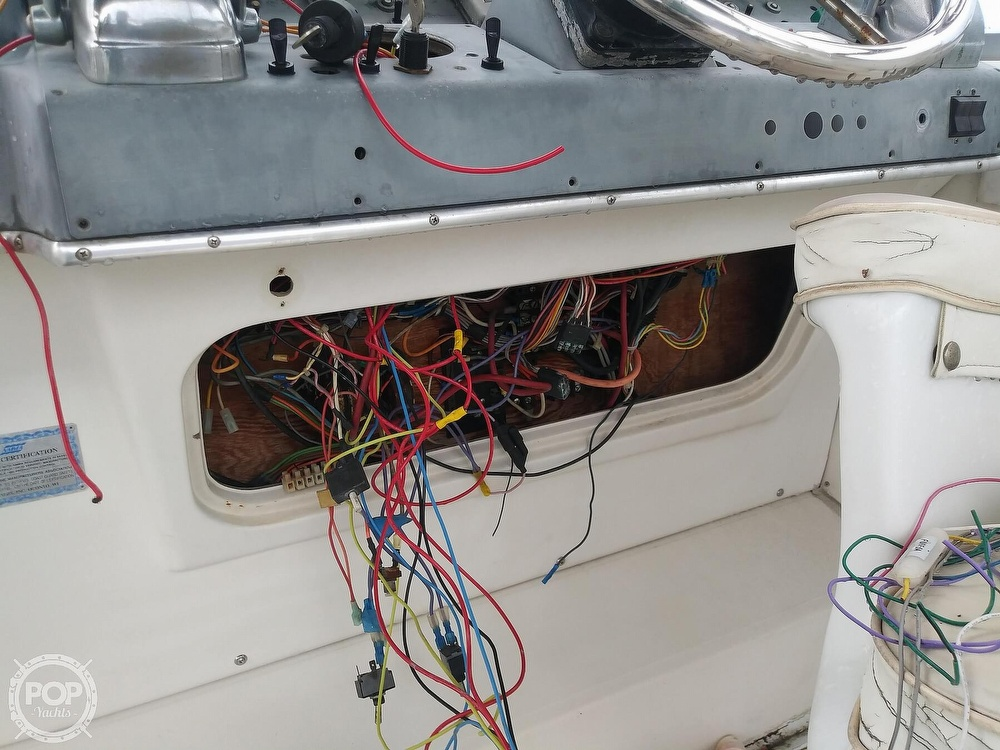 1989 Cruisers Yachts boat for sale, model of the boat is Espirit 3370 & Image # 29 of 40
