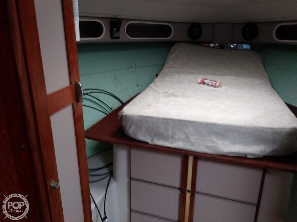 1989 Cruisers Yachts boat for sale, model of the boat is Espirit 3370 & Image # 40 of 40