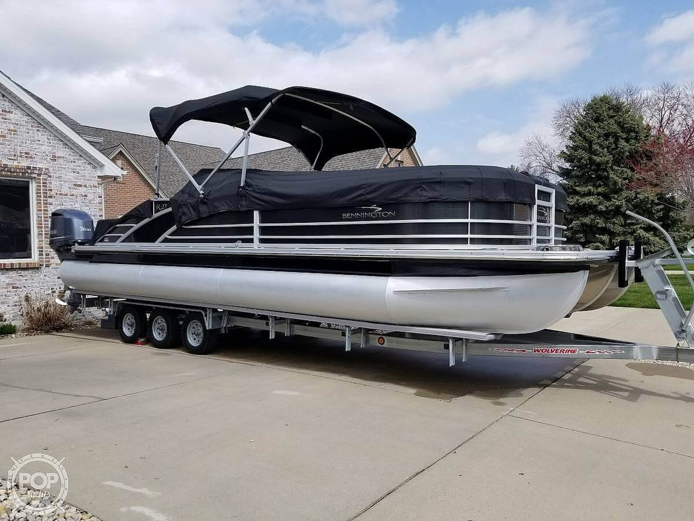 2017 Bennington boat for sale, model of the boat is 27 RSB X2 & Image # 28 of 36