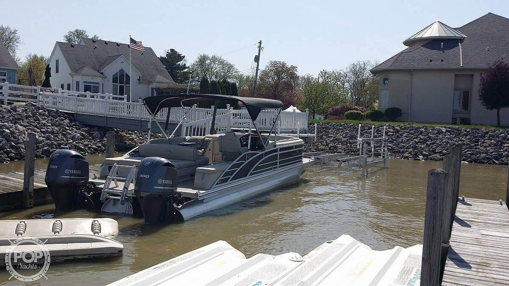 2017 Bennington boat for sale, model of the boat is 27 RSB X2 & Image # 30 of 36