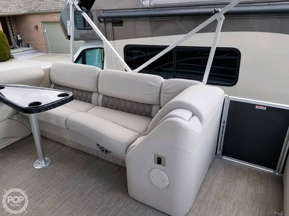 2017 Bennington boat for sale, model of the boat is 27 RSB X2 & Image # 8 of 36