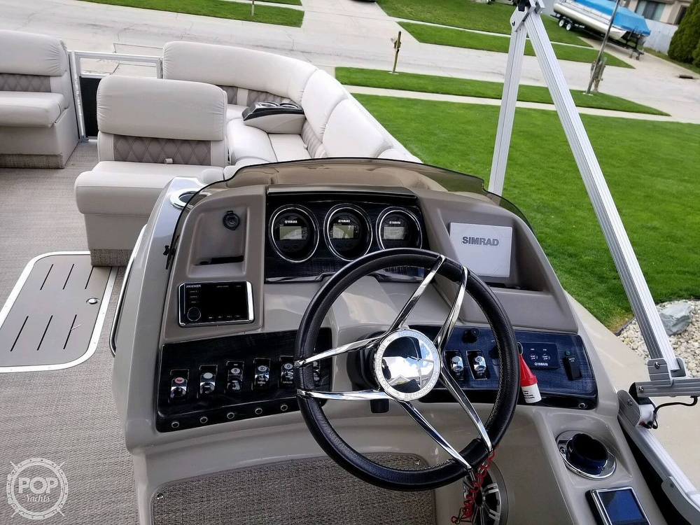 2017 Bennington boat for sale, model of the boat is 27 RSB X2 & Image # 10 of 36