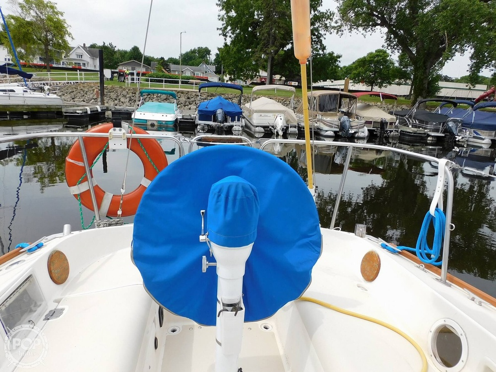 1987 Pearson boat for sale, model of the boat is 28-2 & Image # 24 of 25