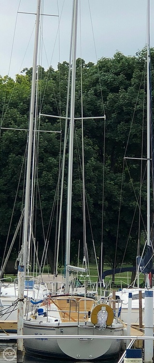 1986 Catalina Yachts boat for sale, model of the boat is 27 & Image # 9 of 40