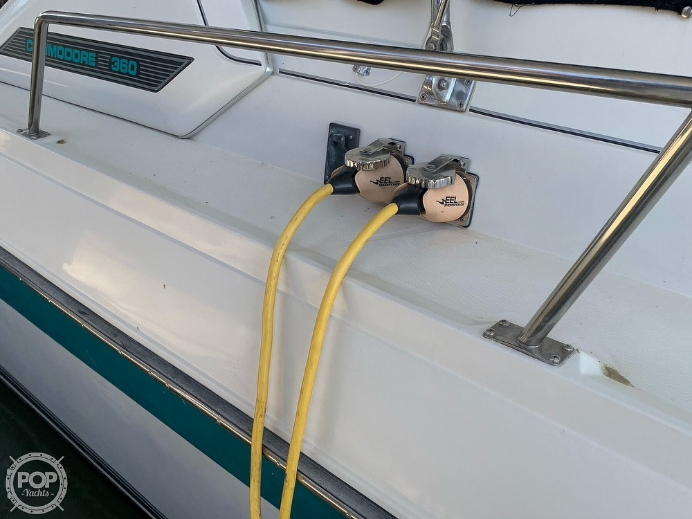 1991 Regal boat for sale, model of the boat is Commodore 360 & Image # 8 of 40
