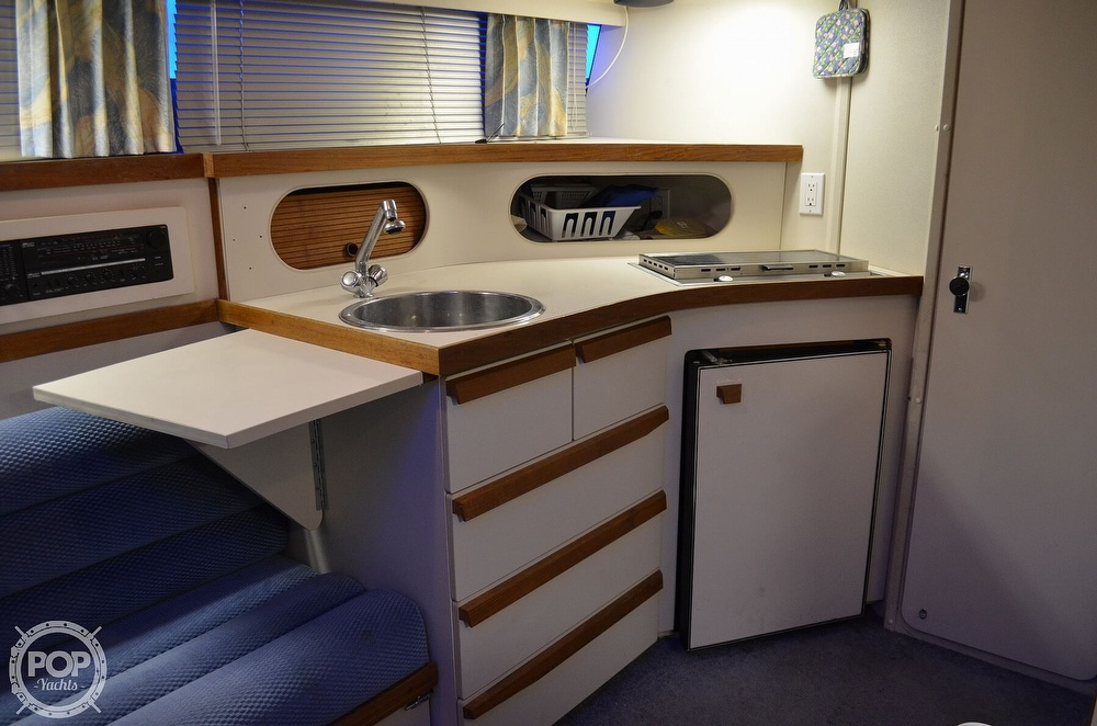 1989 Carver boat for sale, model of the boat is Montego 3257/DC & Image # 4 of 40